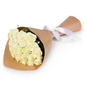 белые голландские розы
