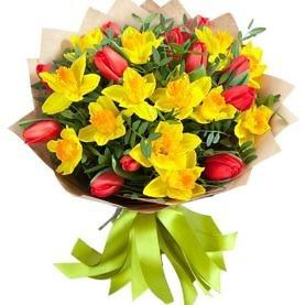 букет из тюльпанов и нарциссов
